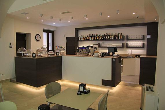 Realizzazione arredamenti per bar e caffetterie ama for San giorgio arredamenti