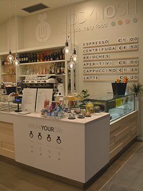 Realizzazione arredamenti per bar e caffetterie ama for Catene arredamento