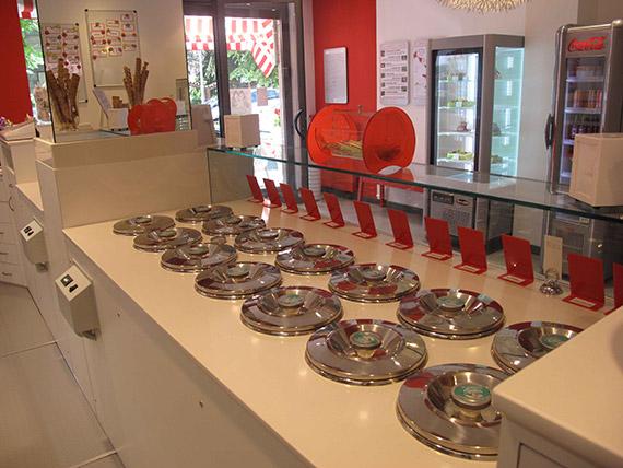 Realizzazione arredamenti per gelaterie e pasticcerie for Arredamenti gelaterie fallimenti