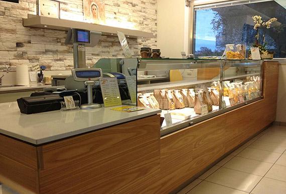 Realizzazione arredamenti per gastrononie ama for Arredamento salumeria