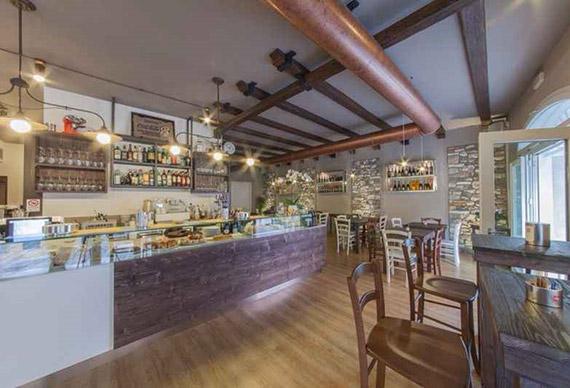 Realizzazione arredamenti per gastrononie ama for Sgabelli per negozi